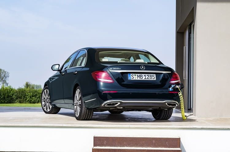 Mit dem Plug-in Hybrid E350 e von Mercedes kommt man etwa 700 Kilometer weit