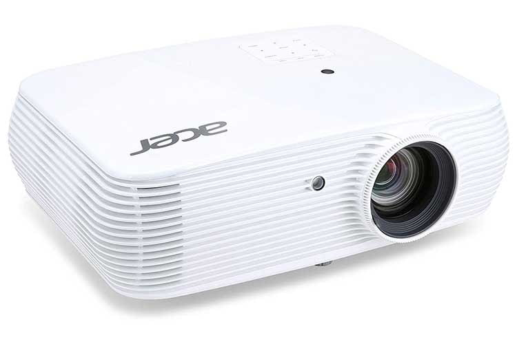 Der DLP-Beamer Acer P5530 eignet sich auch für den Business-Einsatz