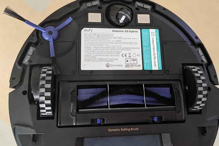 eufy RoboVac X8 Hybrid im Test: So sieht die Unterseite des Saugroboters aus