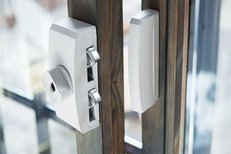 Eine mechatronische Türsicherung wie die Secvest Funk-Fenstersicherung bietet Widerstand und alarmiert das Alarmsystem