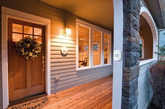 Terrasse oder Flur - der MEDION Smart Home Bewegungssensor meldet, wenn was vor sich geht