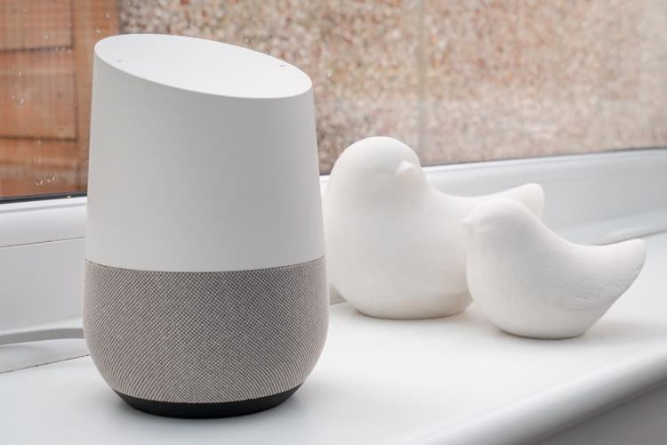 Google Home ist der Klassiker unter den Google Assistant fähigen Smart Speakern