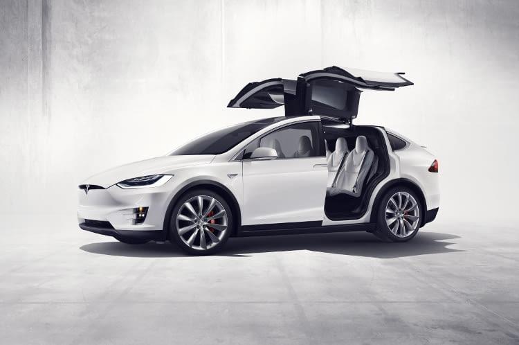 Mit einer super Reichweite von 475 km - der Tesla Model X auf Platz 3