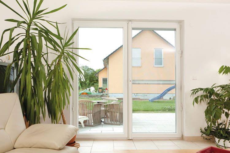 Einen guten Einbruchschutz bietet das ABUS Fenster-Stangenschloss FAS 500 mit Scharniersicherungen