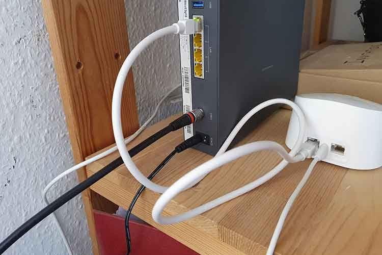 Nur am Amazon eero 6 WLAN-Mesh-Router sind zwei Ethernet-Schnittstellen integriert, wovon eine für den Internet-Router reserviert ist
