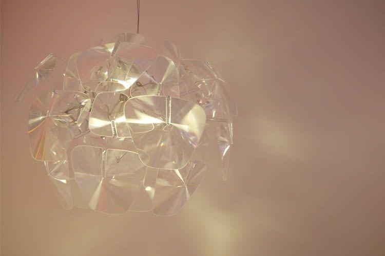Die Designer-Lampe von LUCE PLAN ist mit Hue-Leuchten nutzbar