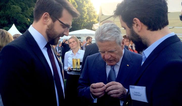 Der ehemalige Bundespräsident Gauck bestaunte den TEG von otego bei der Woche der Umwelt 2016