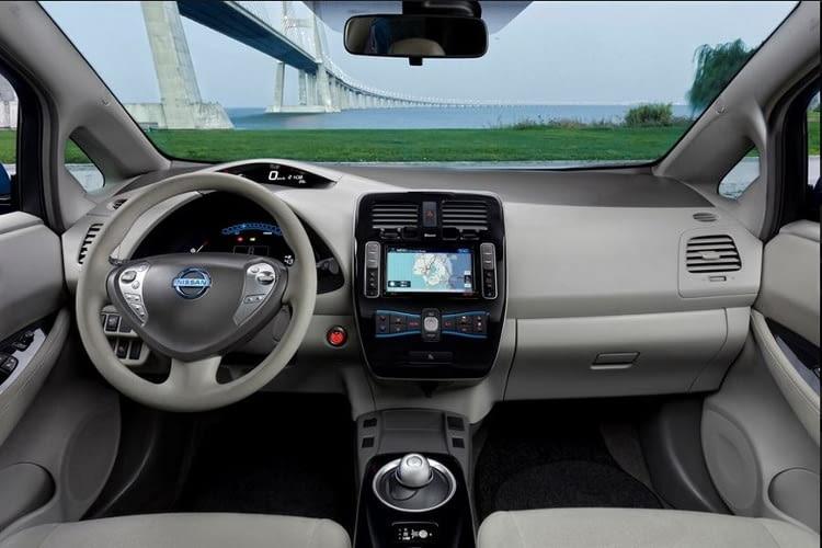 Der Nissan Leaf ist auch im Innenraum sehr futuristisch gestaltet und lehnt sich damit an das Aussendesign an.