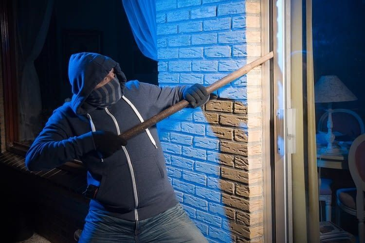 Alexa schlägt in Kombination mit einer Alarmanlage Einbrecher in die Flucht