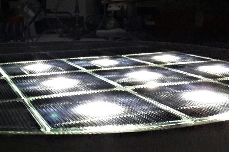 LED-Licht und Beheizung können in die horizontale Photovoltaik integriert werden