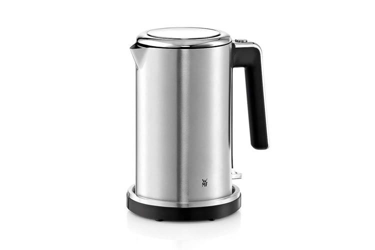Passend zum Wasserkocher bietet WMF weitere Haushaltsgeräte mit ähnlichem Design