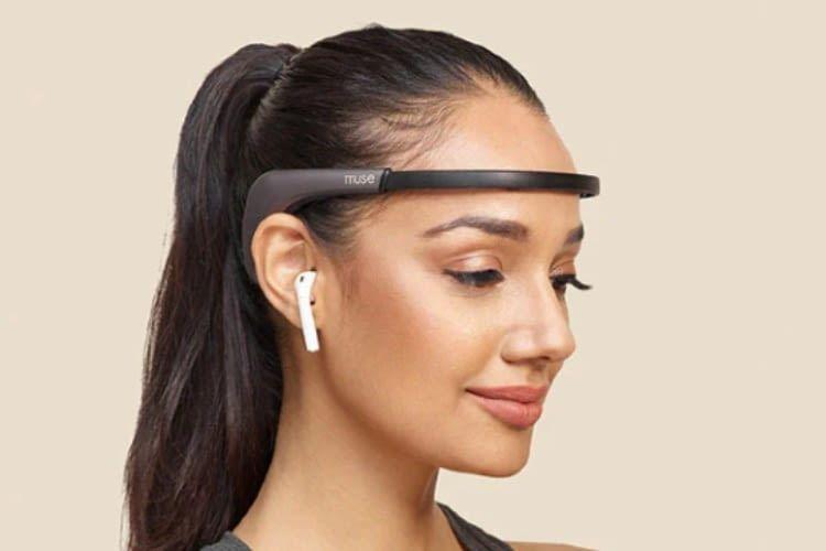 Das Stirnband ist in der Lage neben Gehirnaktivitäten auch den Herzschlag zu messen
