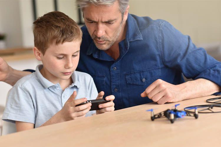 Eltern sollten ihren Nachwuchs beim Umgang mit technischem Spielzeug im Blick behalten