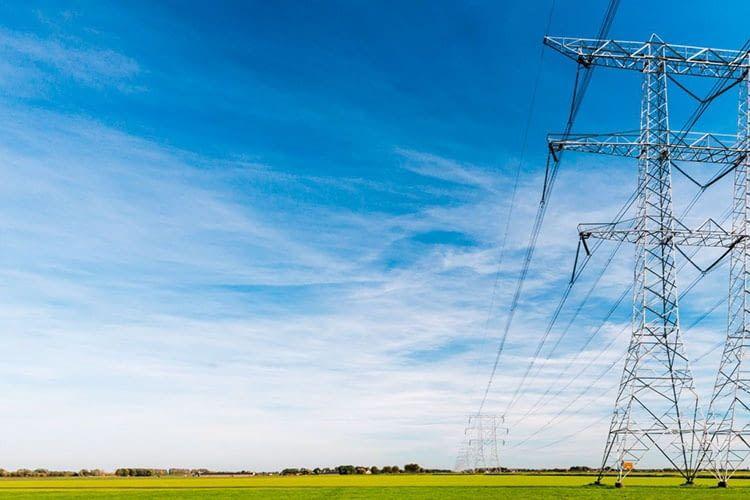 QINOUS smart energy storages können im On-Grid-Bereich Stromspitzen ausgleichen