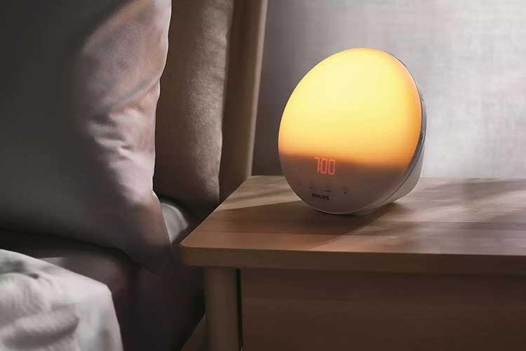 Der Philips HF3531/01 Wake-up Light Lichtwecker bietet Premium-Qualität und Premium-Funktionen