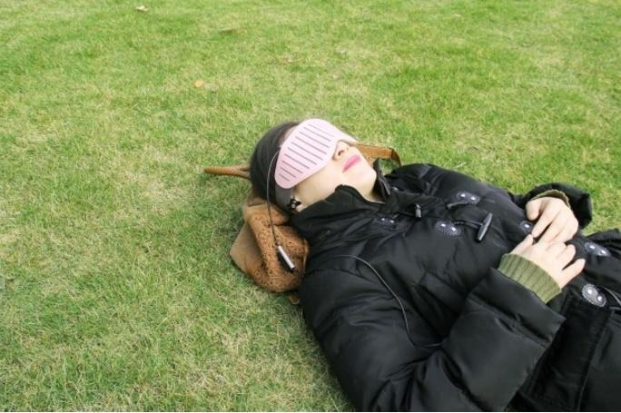 Naptime Schlafbrille smartes Nickerchen im Park