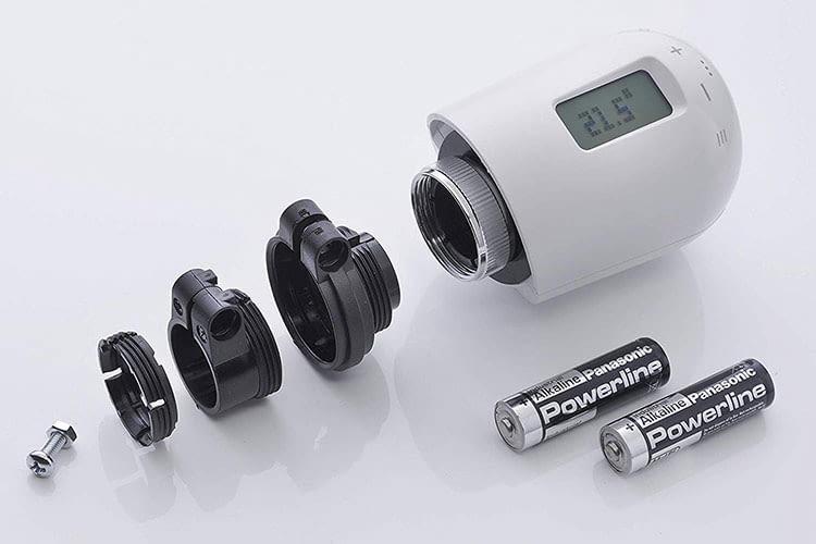 Im Lieferumfang des Eurotronic GENIUS 100 Thermostats sind zwei Batterien, sowie Adapter- und eine nötige Schraube enthalten