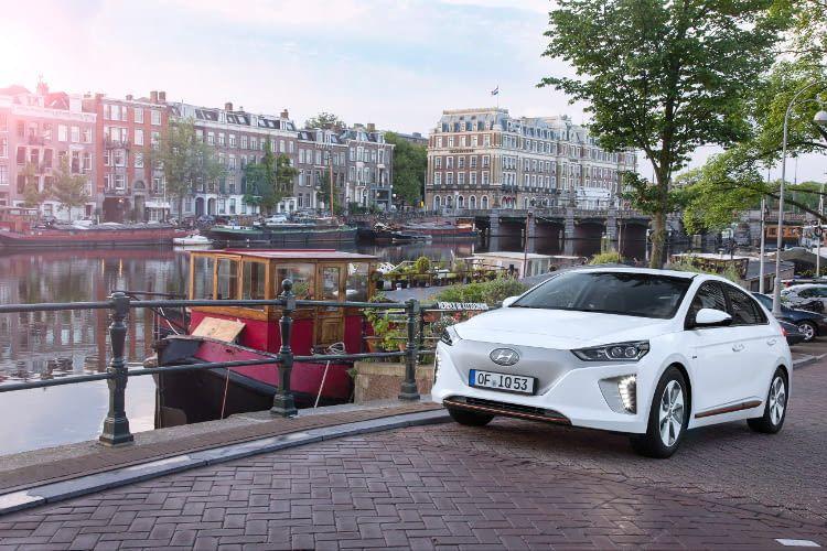 Hyundai IONIQ Elektro erkennbar am Kühlergrill ohne Lufteinlässe