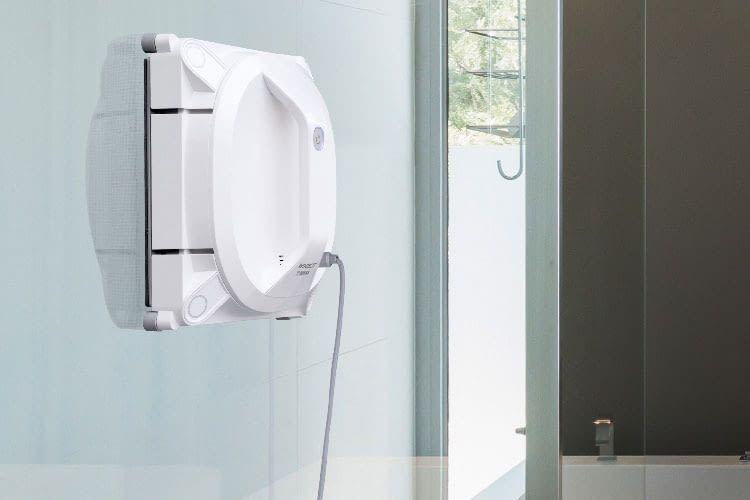 Reinigt auch Badezimmerwänder - der Fensterputzroboter ECOVACS WINBOT X