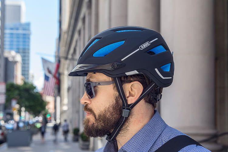 E-Bikes, Pedelcs und E-Scooter machen die Fahrten immer schneller. Der Fahrradhelm ABUS Pedelc 2.0 bietet Schutz bis 45 km/h