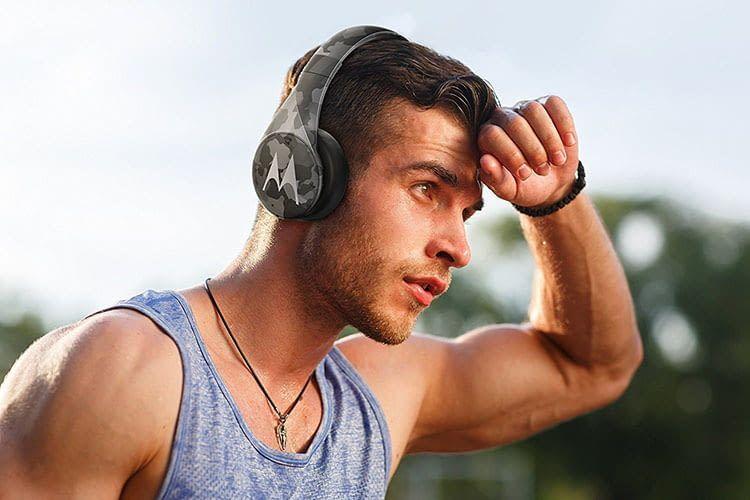 Günstig und im angesagten Camo-Design: Alexa-Kopfhörer Motorola Pulse Escape+