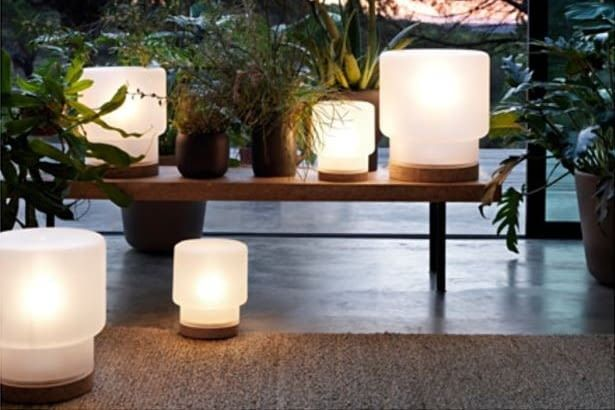 Die klassische IKEA Lampe SINNERLIG kann zum Beispiel auch über Philips Hue Birnen vernetzt werden