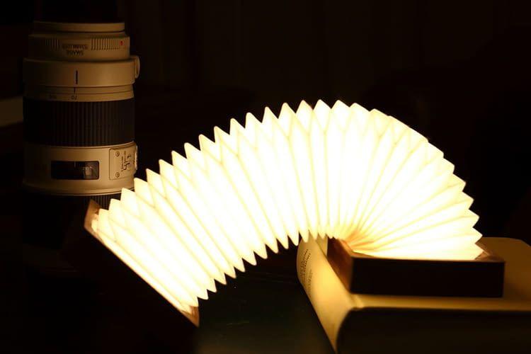 Die Orilamp Leuchte erinnert mit ihrer schlanken Form an Kinderspielzeug