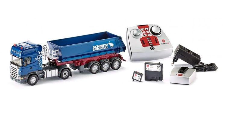 Lieferumfang: Scania Zugmaschine, Auflieger von Schmitz-Cargobull, Akkus, Fernbedienung, Netzteil