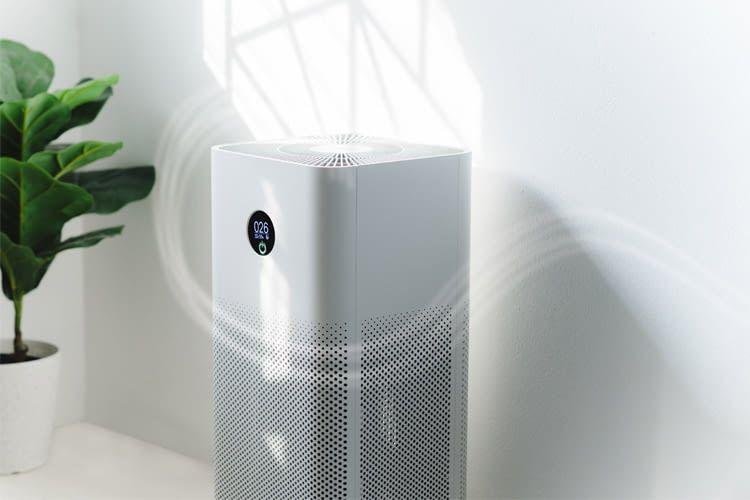 Gute Luftreiniger verteilen die gefilterte Luft gleichmäßig im Raum