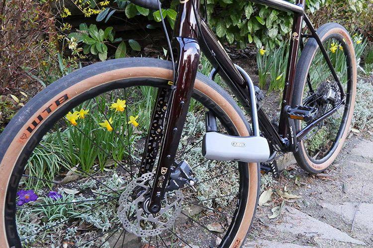 Der Test des robusten ABUS 770A SmartX Fahrradschlosses zeigt: Das Rad ist zuverlässig gegen Diebstahl gesichert