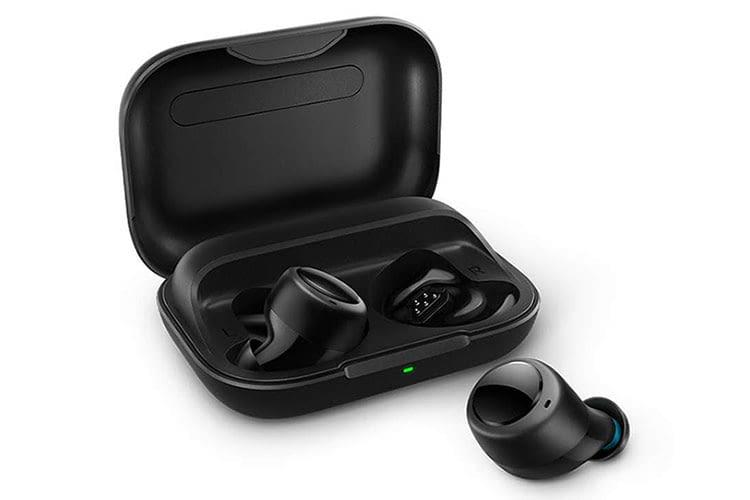Per Ladebox können die Amazon Echo Buds unterwegs bis zu dreimal geladen werden