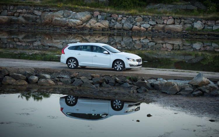Der Volvo V60 D6 bietet sportliche Fahrleistungen durch seine zwei starken Herzen