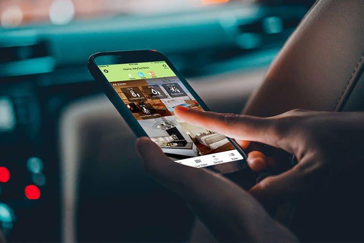 Über die Toshiba Symbio App lassen sich angeschlossene Smart Hub-Geräte auch von unterwegs steuern