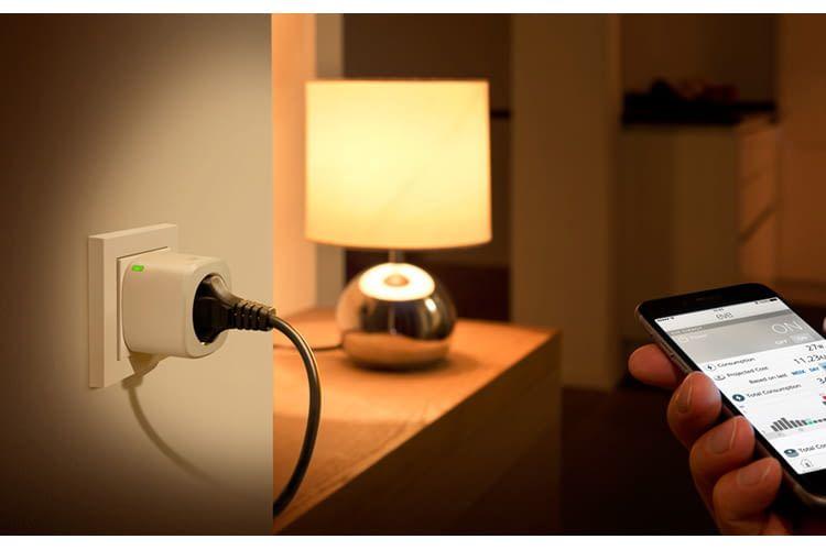 Mit einem WLAN-Zwischenstecker lassen sich zum Beispiel Schlafzimmerlampen fernsteuern