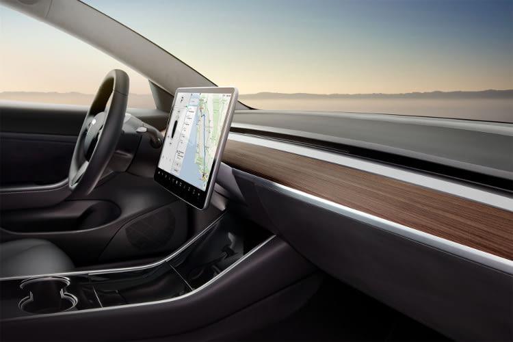 Das Tesla Model 3 soll mit einer großen Reichweite, rasanten Beschleunigung und vielen weiteren Gimmicks auf den Markt kommen
