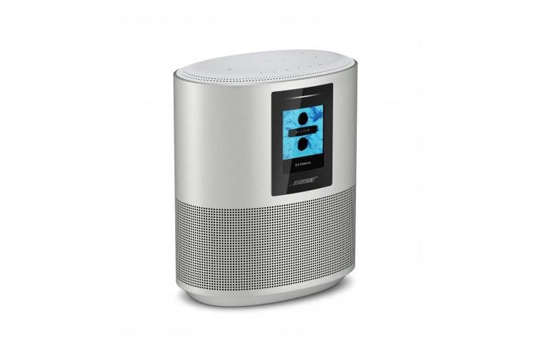 Bose Home Speaker 500 ist oval verfügt über Preset-Bedientasten