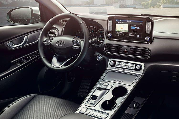 Das Innere des Hyundai Kona Elektro vermittelt einen technokratischen Stil