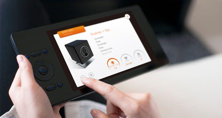 Mit Oomi Touch lassen sich Geräte anlernen und Szenen oder Automationen erstellen