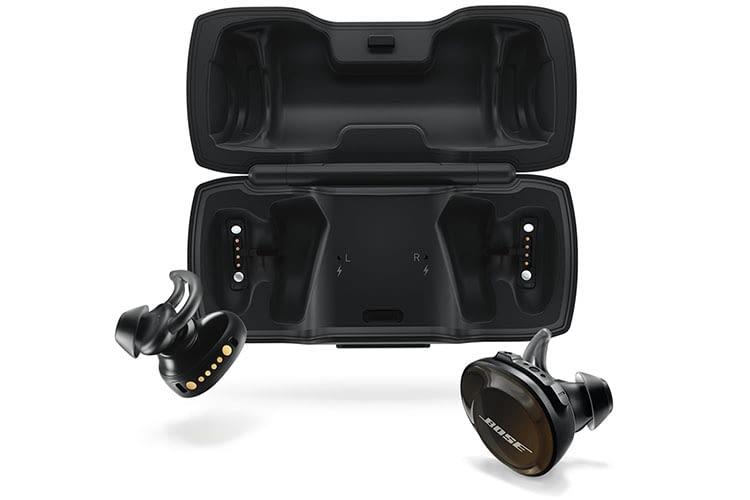 Die Akkus der Bose SoundSport Free Kopfhörer werden via Etue aufgeladen
