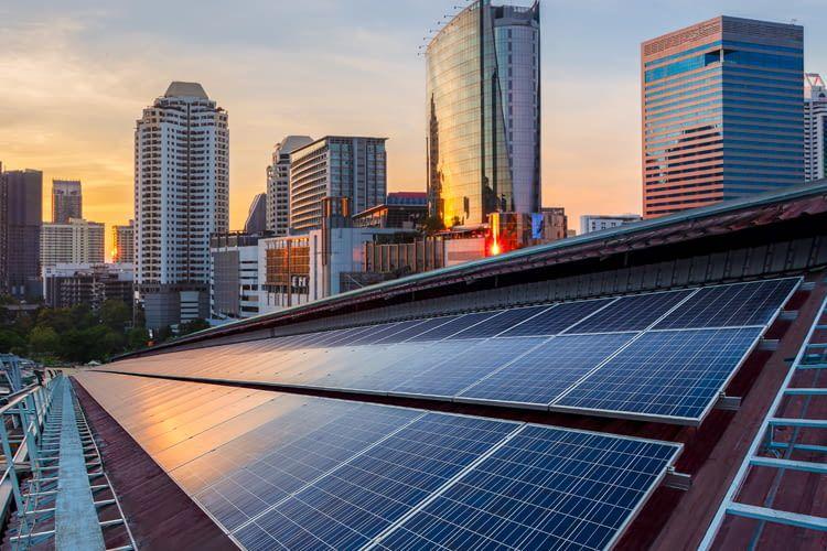 GreenCom kann Kunden bis zu 10% an Stromkosten ersparen