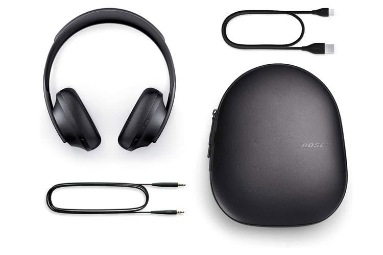 Der Lieferumfang der Bose Headphones 700 umfasst neben einem Transportetui auch ein Audio- und USB-C-Ladekabel