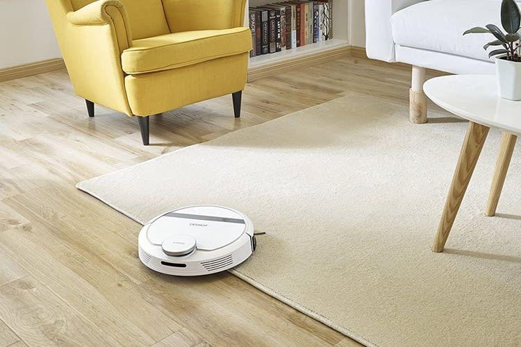 DEEBOT 900 schafft Schwellen und Teppichkanten bis zu 1,8 cm Höhe