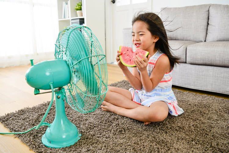 Kleinere Kinder sollten Ventilatoren nicht unbeaufsichtigt nutzen