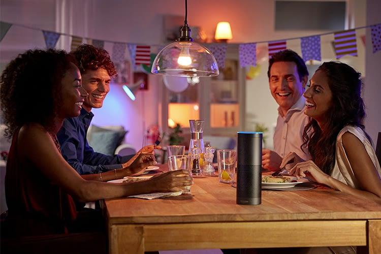 Das Philips Hue Starter Set mit drei farbigen LED's und Bridge sorgt für gute (Licht)Stimmung