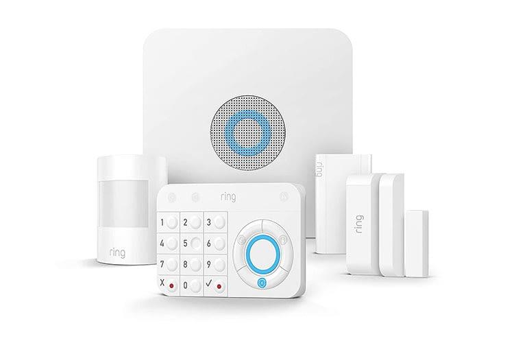 Das 5-teilige Ring Alarm Set mit Basiszentrale, Bedienfeld, Bewegungsmelder, Tür-Fensterkontakt und Signal-Verstärker (Z-Wave)