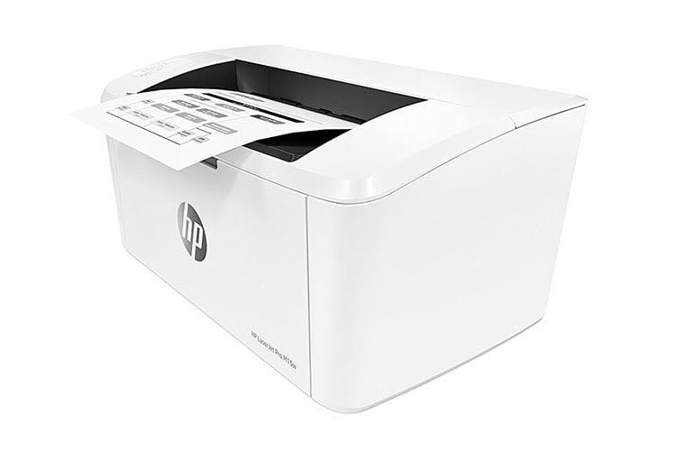 In das Ausgabefach des HP LaserJet Pro M15w passen bis zu 100 Blatt Papier
