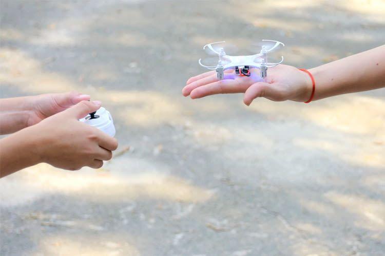 Mini-Spielzeug Drohnen sind oft auch für Einsteiger einfach zu handhaben