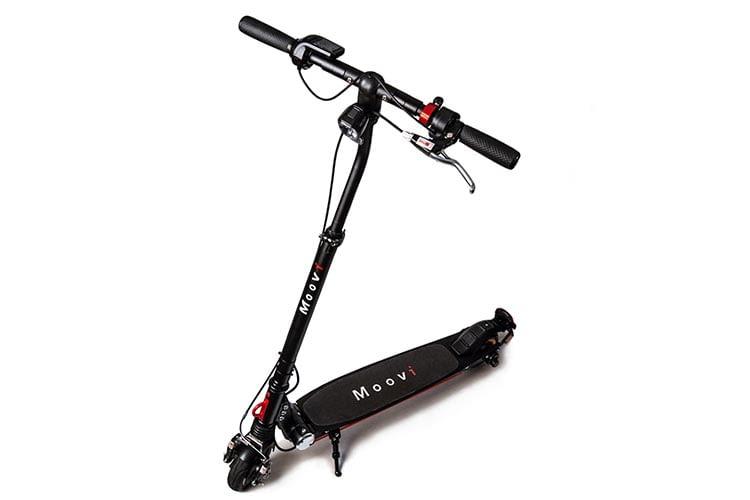Moovi E-Scooter sieht schick aus und ist mit 10 kg ein echtes Leichtgewicht