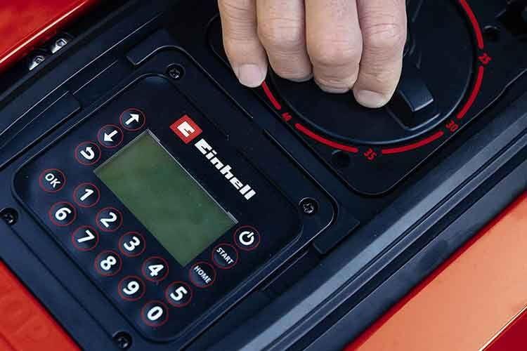 Das LCD im Mähroboter-Namen des Einhell FREELEXO+ 900 LCD BT steht für das integrierte Bedien-Display