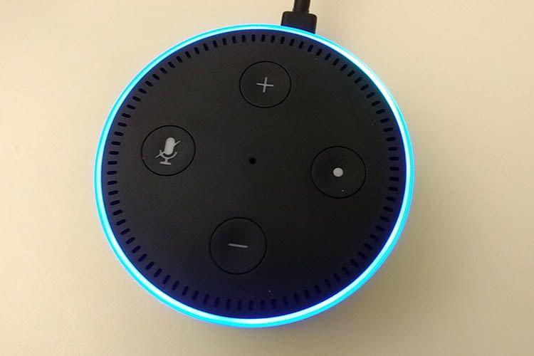 Beim Echo Dot erfolgt das Zurücksetzen über ein gleichzeitiges Drücken der Mikrofon-Aus- und Leiser-Taste